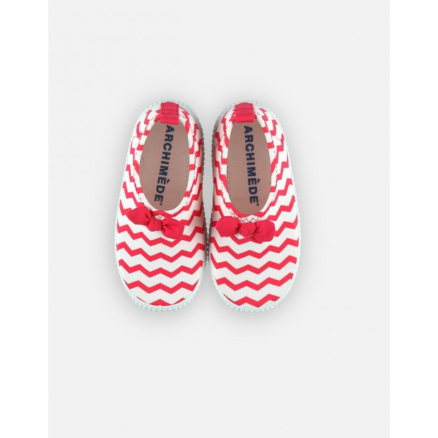 Water shoes with stripes