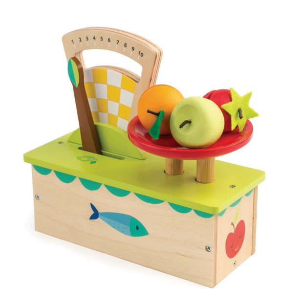 Weighing scales with fruits