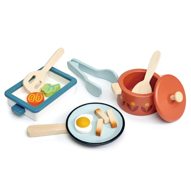 Pots and pans, 13 wooden pieces